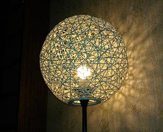 Украшение светильника веревкой