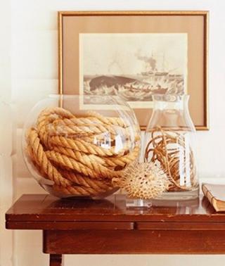 Декор из каната и вазы
